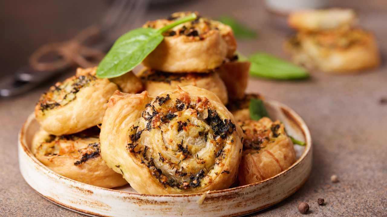Girelle di pasta sfoglia con spinaci