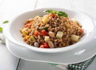 insalata farro provolone verdure ricetta FOTO ricettasprint