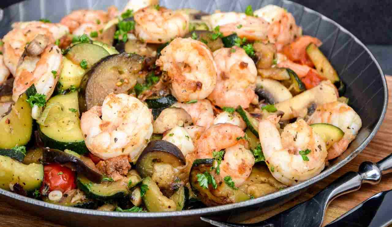Insalata di mare con verdure grigliate