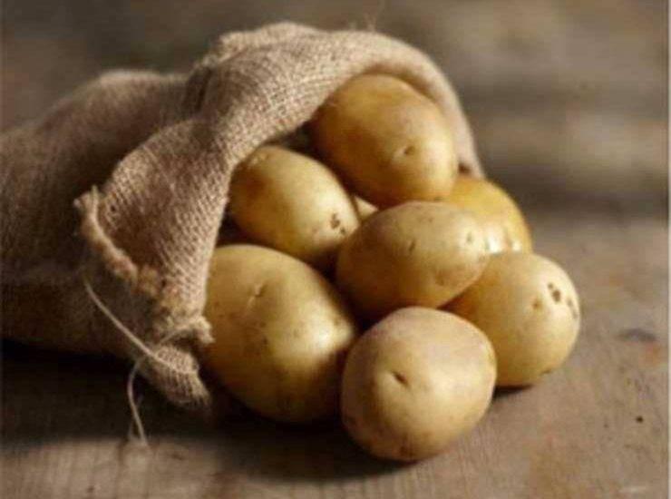 Insalata di patate con gamberi e salsa rosa ricetta