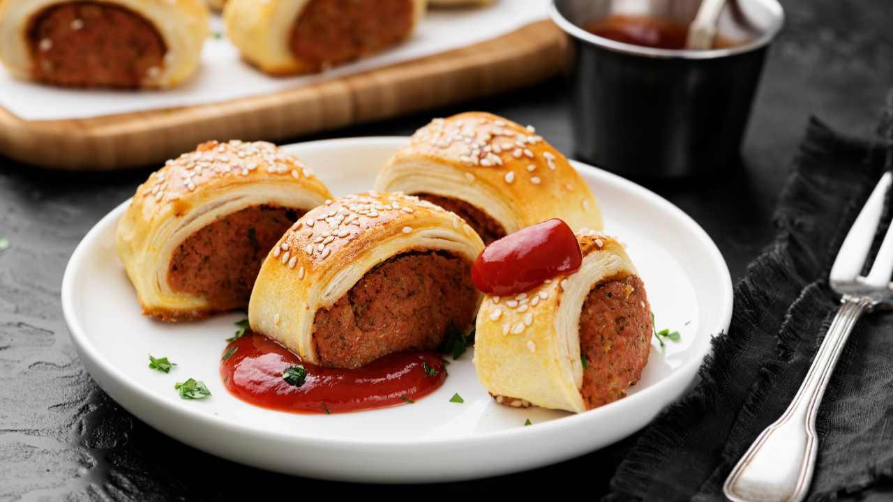 Rotoli di pasta sfoglia con carne