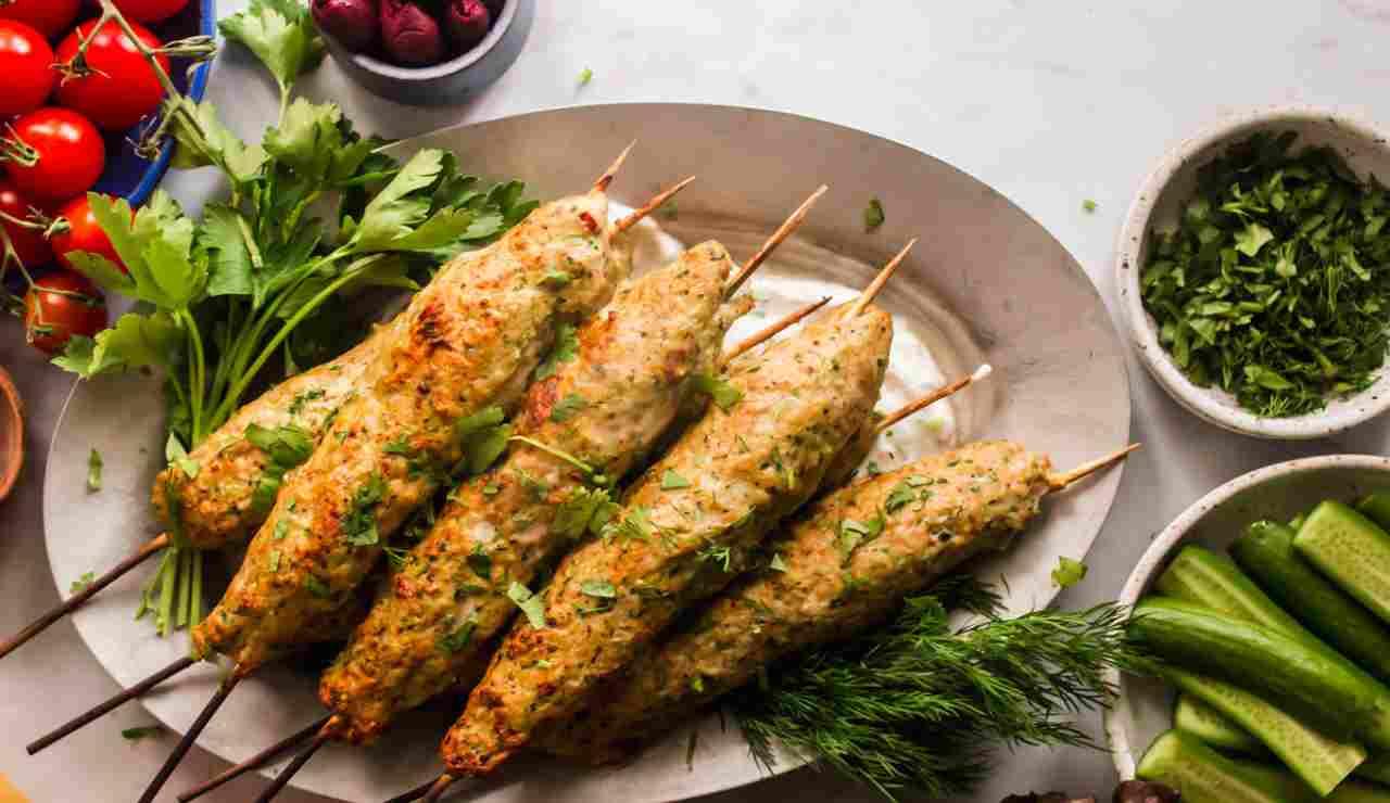 Kofta di pollo con verdure su stecco