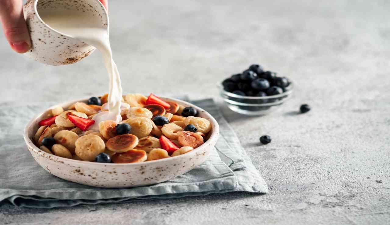 Mini bocconcini di pancake e frutta fresca