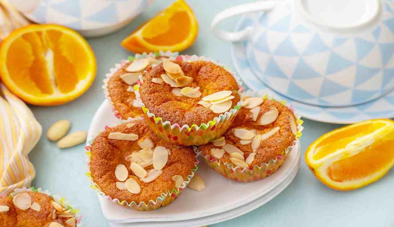 Muffin arance mandorle e cannella