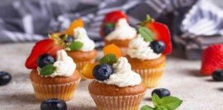 Muffin chantilly con panna e frutta fresca
