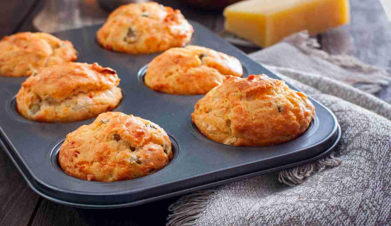 Muffin di funghi e zucchine con cuore di fontina