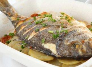 Pesce di mare con patate al forno