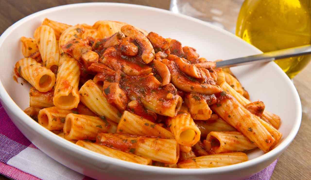 Pasta con pesto di pomodori secchi e polpo ricettasprint