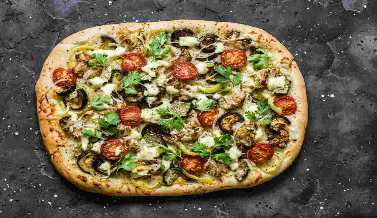 Pizza sprint melanzane e zucchine senza lievitazione
