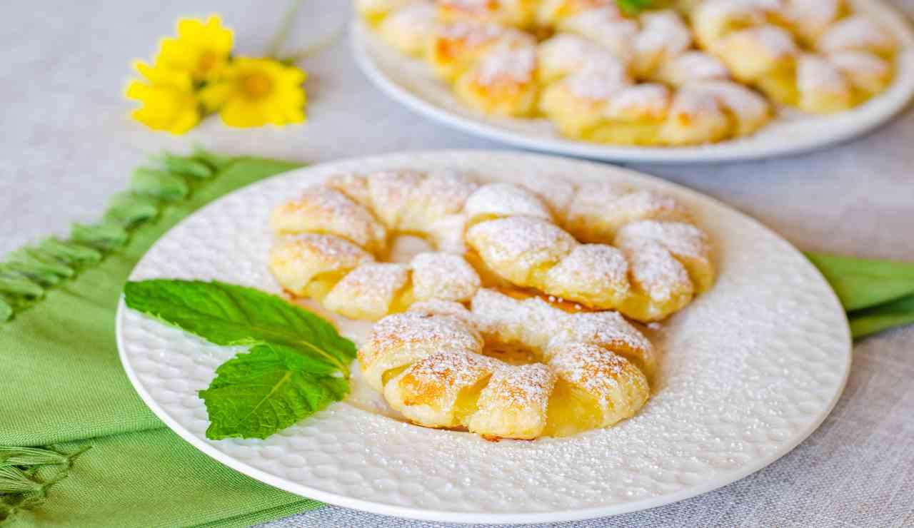 Puff di sfoglia con ananas e crema chantilly