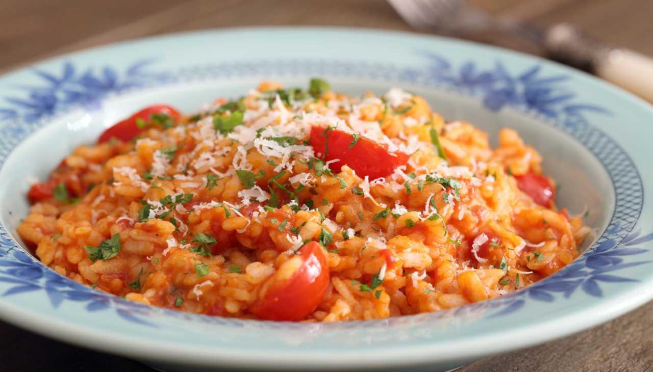 Primo di riso al pomodoro e formaggio