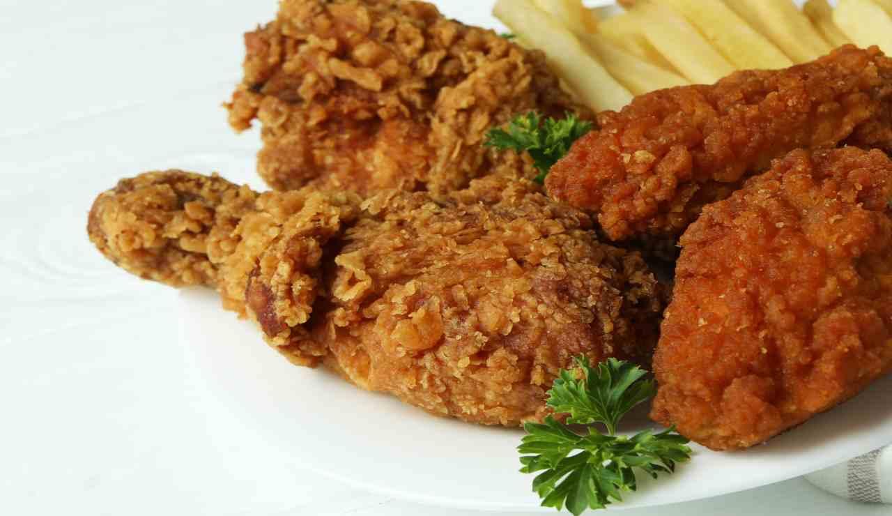 Sbriciolata di pollo con patate e salsa barbecue