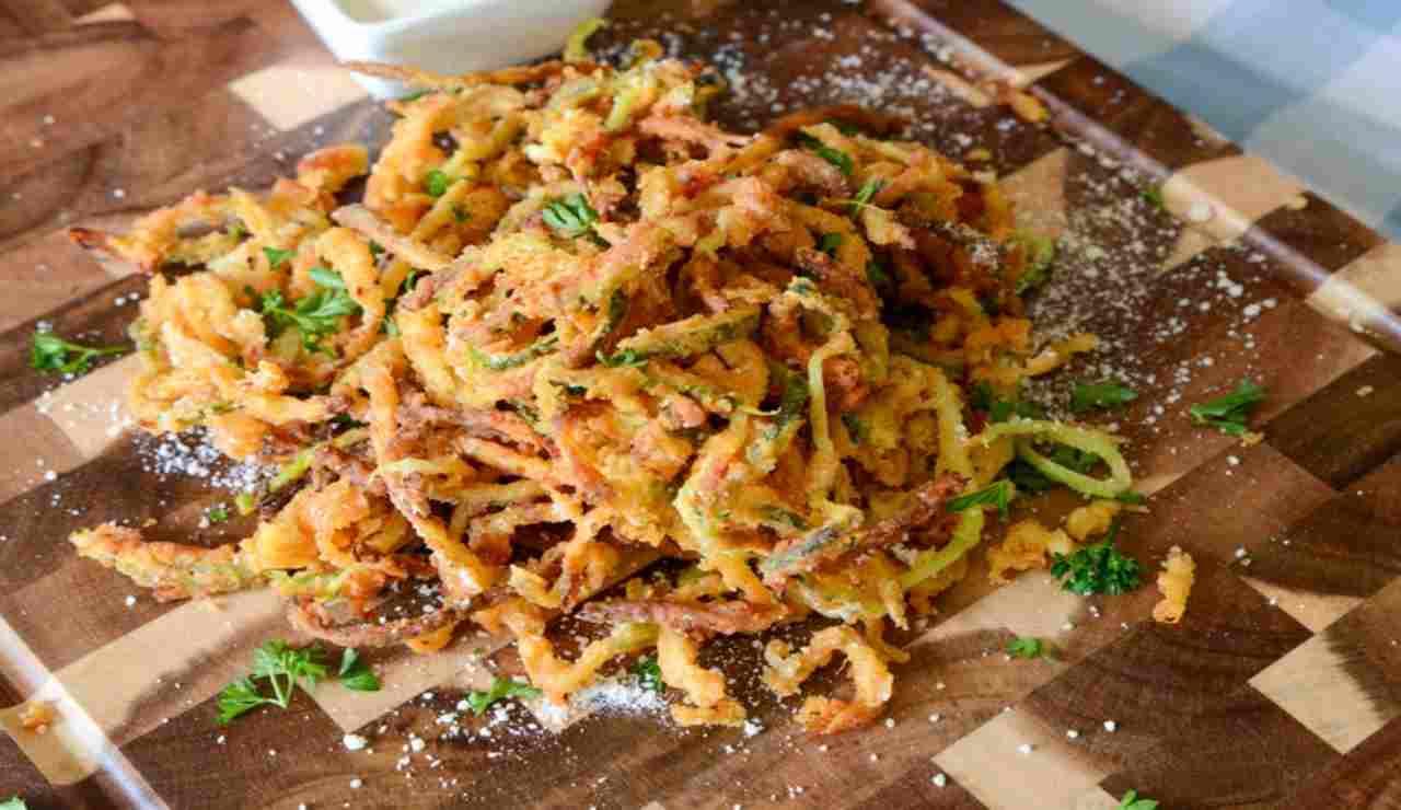 Spaghetti fritti di zucchine alla paprika
