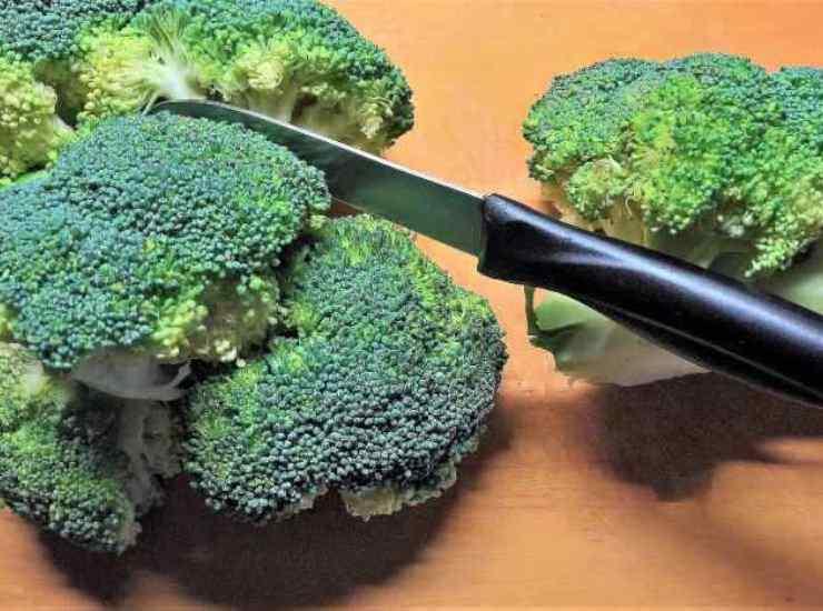 Tagliatelle integrali con pesto di broccoletti e mandorle ricetta