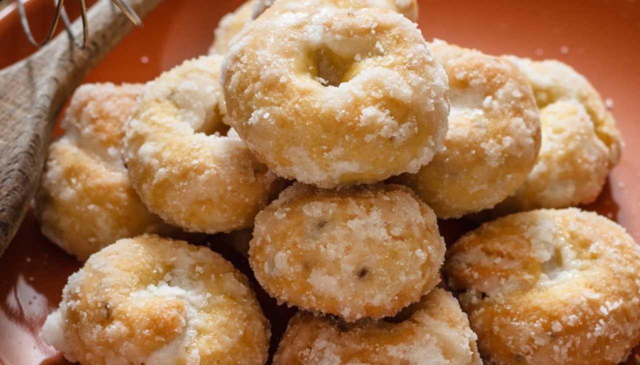 Biscotti con impasto di farina e patate