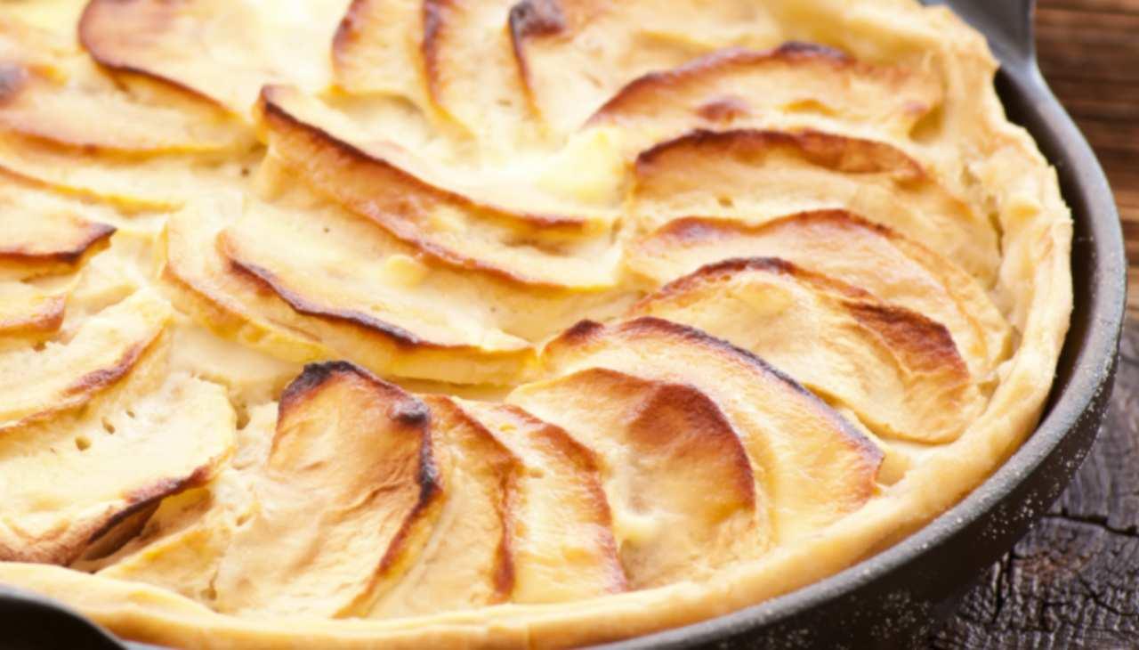 Dolce di frutta e formaggio con base di pasta sfoglia