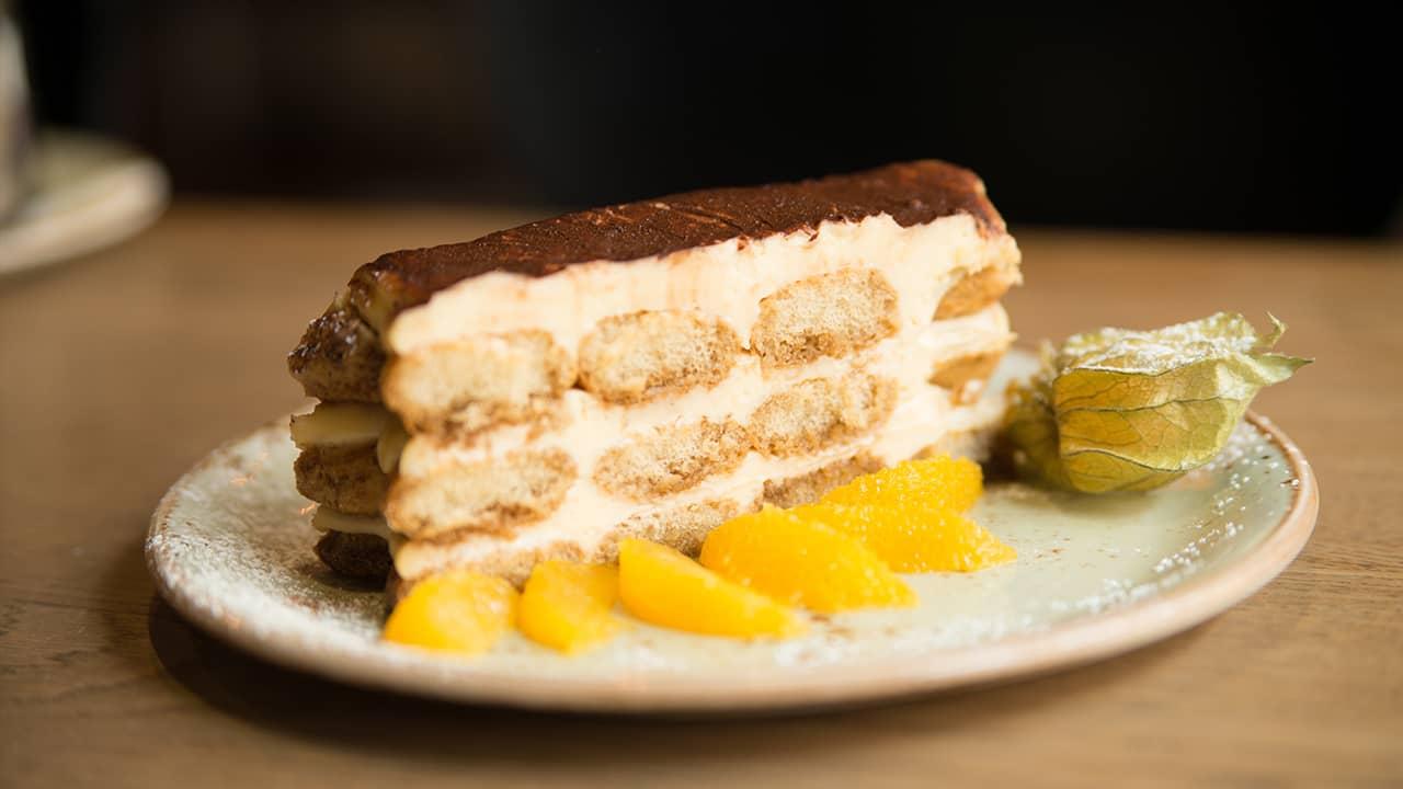 dessert com panna e liquore al mandarino