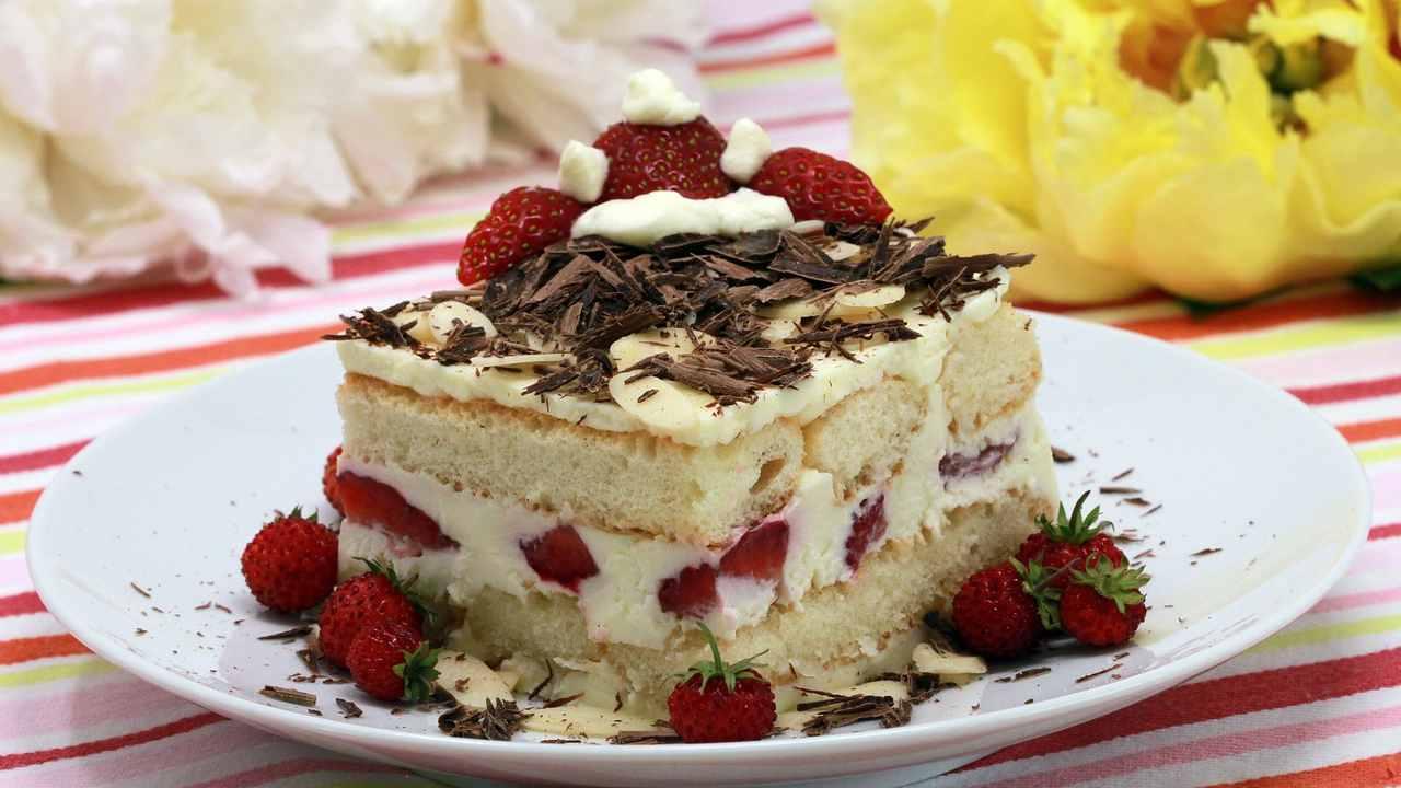 Torta con savoiardi e fragoline