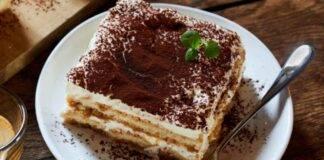 Dolce al cucchiaio con frutta secca e cioccolato