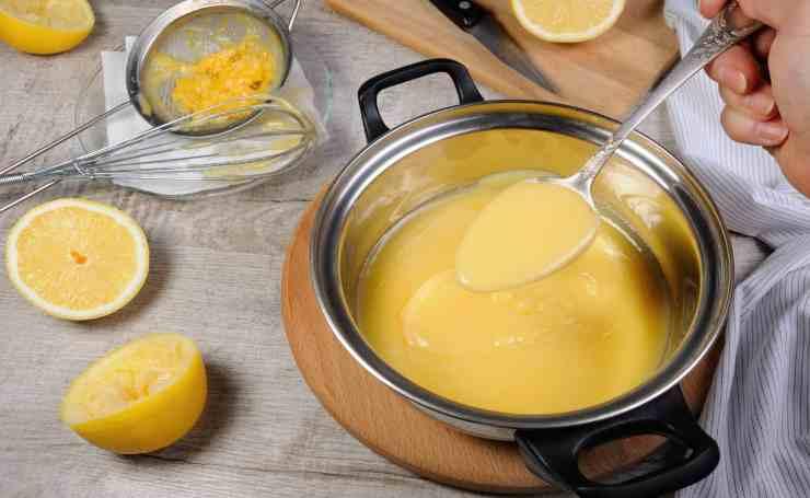 Dolce con crema al limone