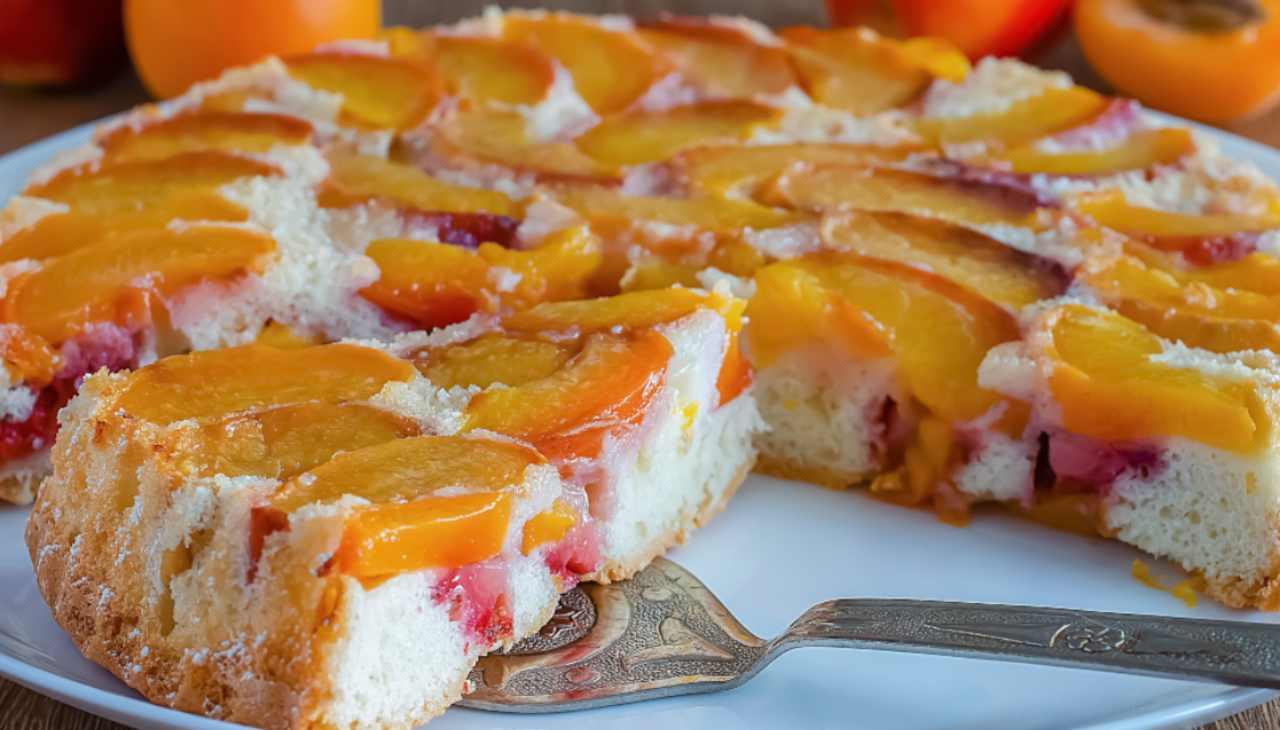 Dolce morbido con frutta fresca