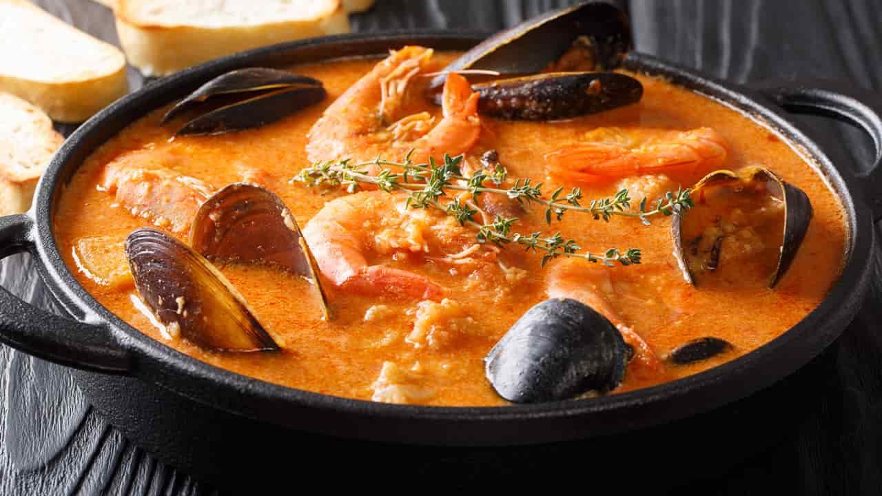 Zuppa di frutti di mare, polpo e mazzancolle