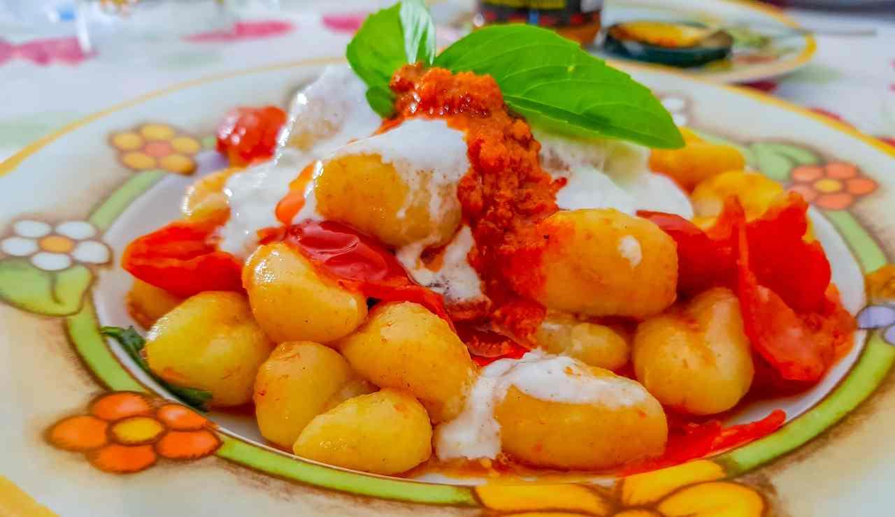 gnocchi con ragù di pomodorini e burrata ricettasprint