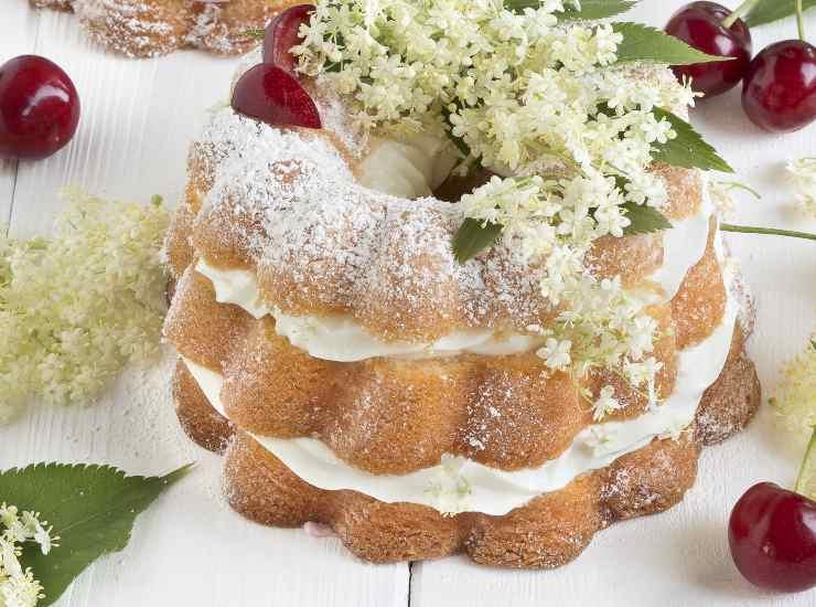 mini tortine ai fiori di sambuco e crema al mascarpone