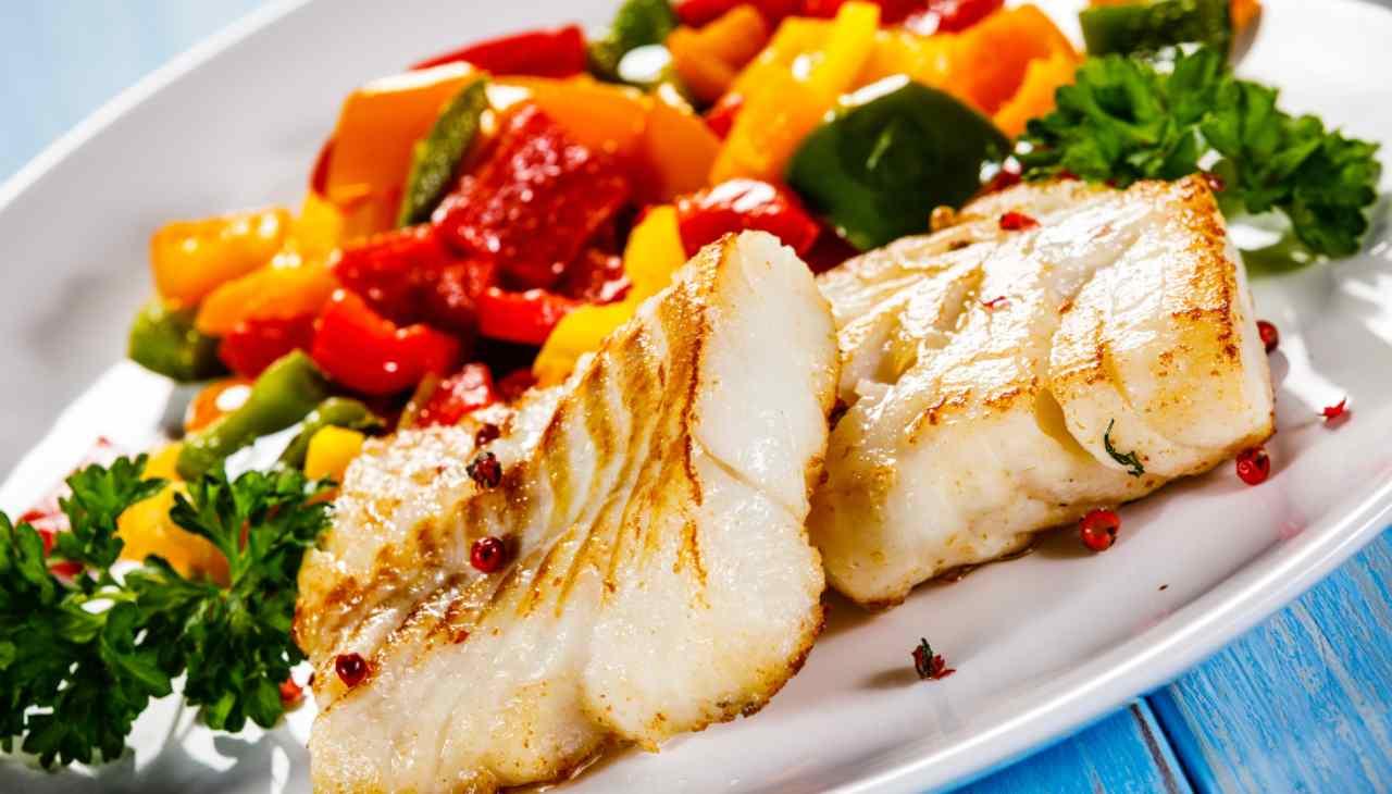 Secondo di pesce di mare con verdure