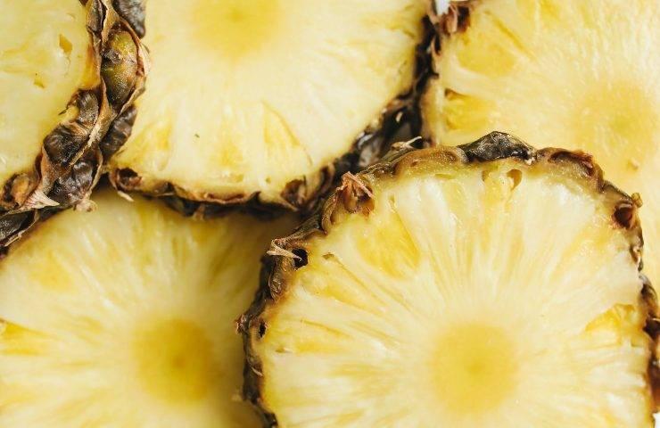 Carpaccio di ananas con prosciutto crudo e balsamico FOTO ricettasprint