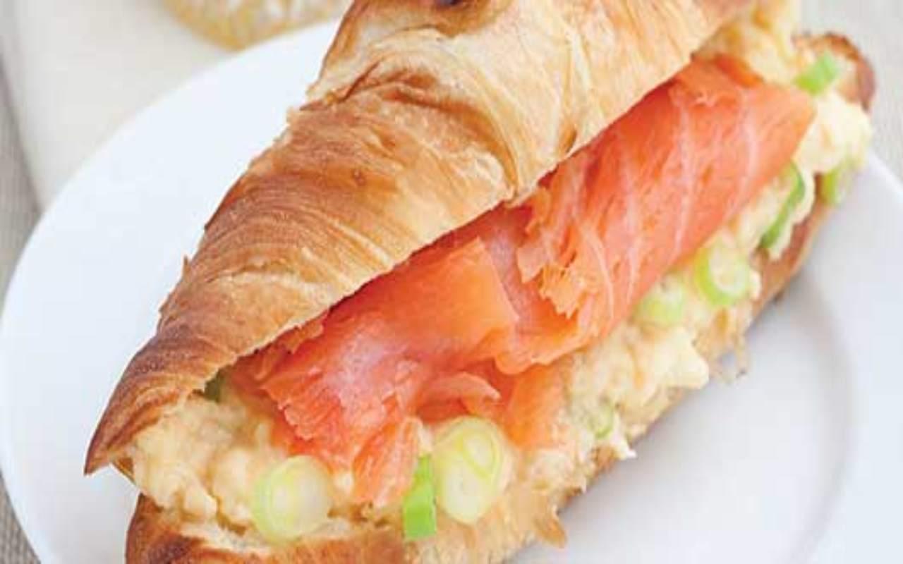 cornetti pasta sfoglia salmone ricetta FOTO ricettasprint