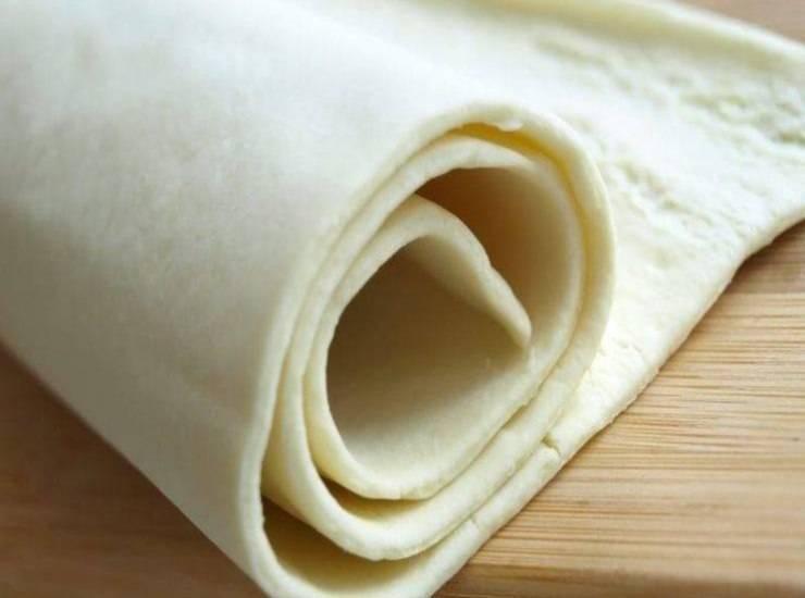 Cornetti di pasta sfoglia ripieni al salmone FOTO ricettasprint