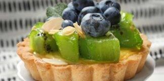 Crostata con crema al imone e frutta