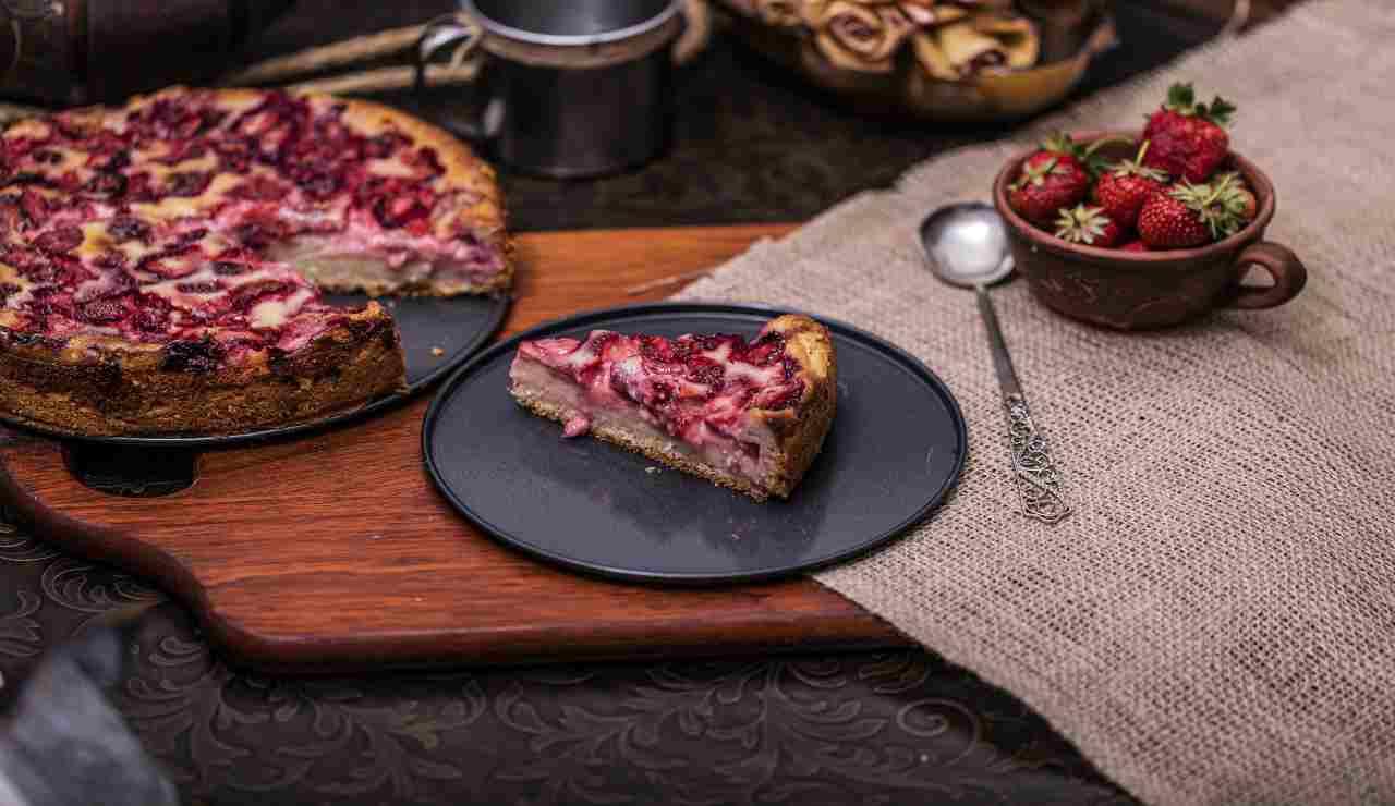 Crostata morbida con crema chantilly e fragole