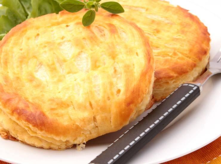 Dischi di sfoglia al formaggio ricetta