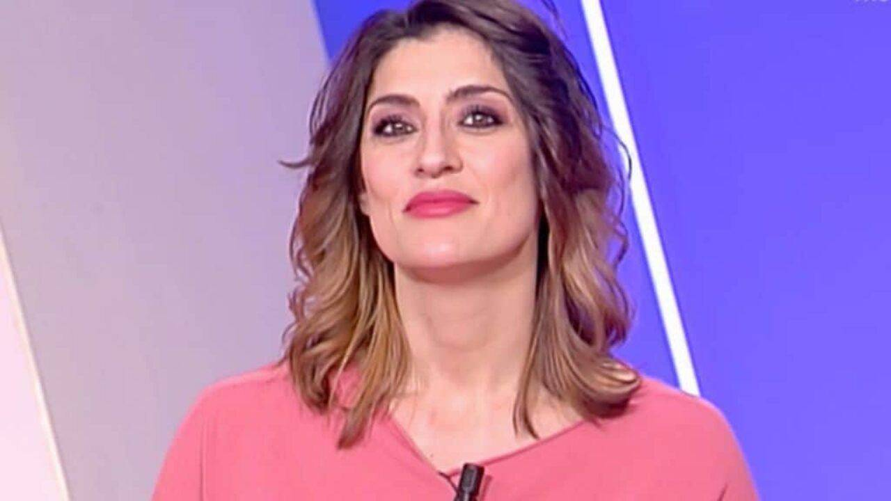 Elisa Isoardi sguardo seducente - RicettaSprint