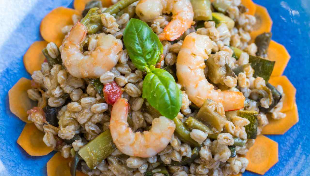Piatto unico di pesce e verdure