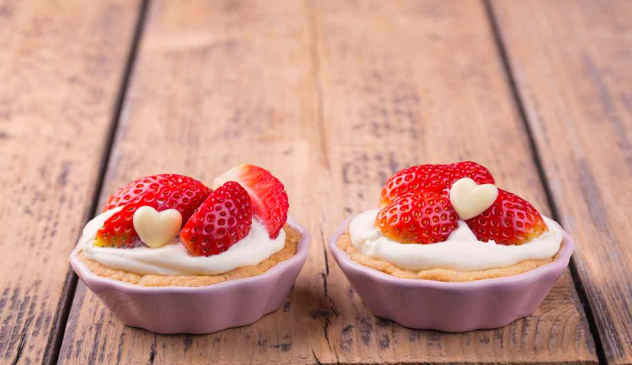 Flan dolci di ricotta e fragole