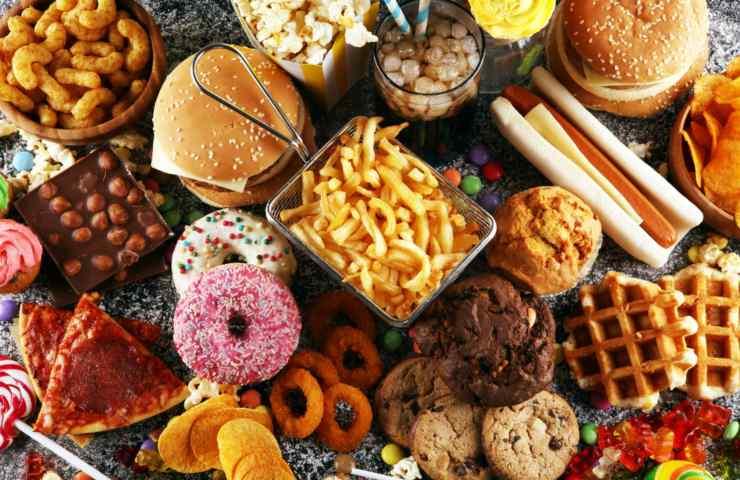 Il cibo spazzatura ha effetti nocivi