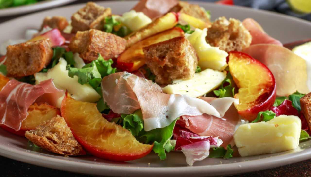 Finger food di frutta, verdura, affettato e pane