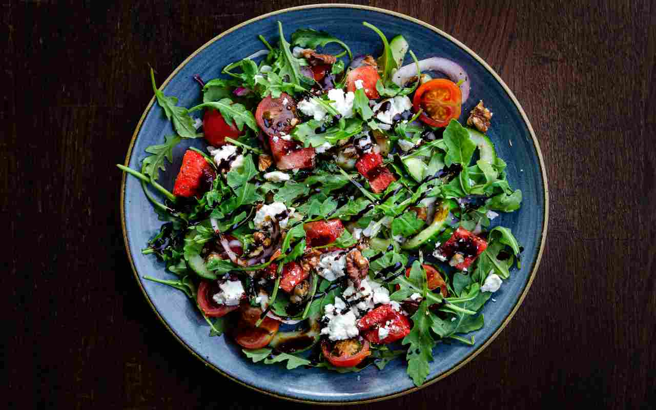 insalata pomodori cetrioli ricotta ricetta FOTO Adobe ricettaspint