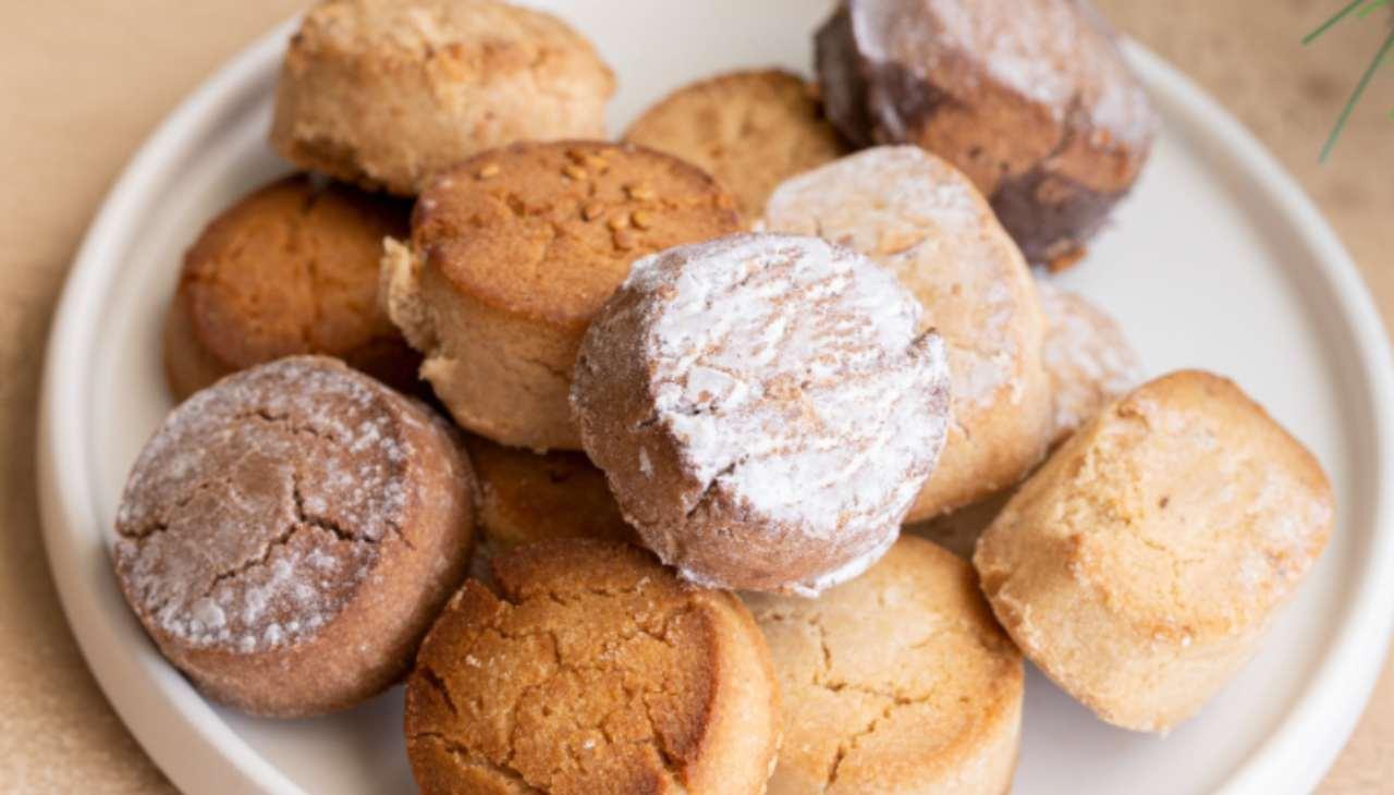 Biscotti spagnoli di pasta frolla alti
