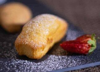 Mini plumcake di ricotta con crema pasticcera AdobeStock