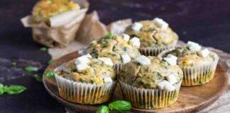 Muffin al basilico spinaci con feta e noci