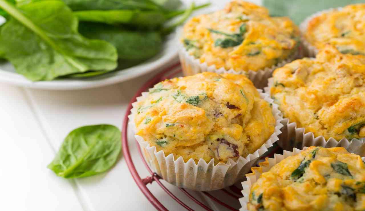 Muffin salati con spinaci patate e pollo al limone