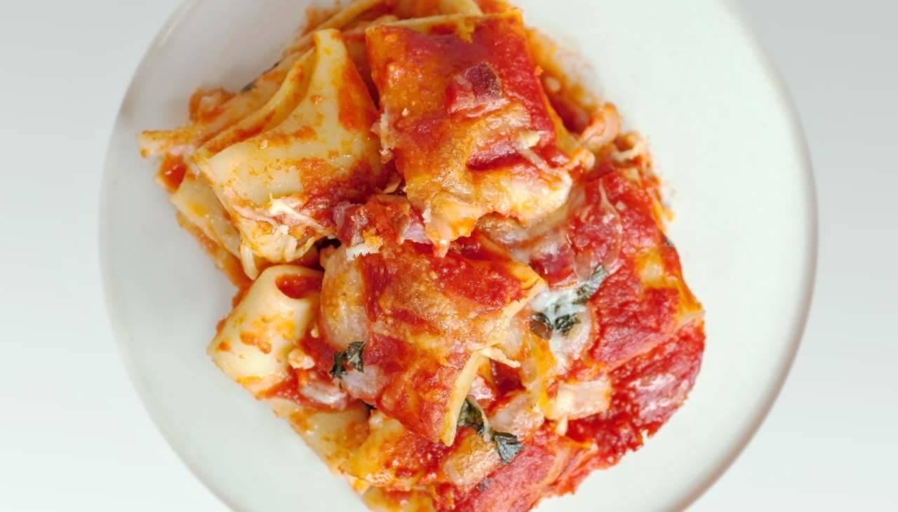 Primo di pasta al formo con verdura e formaggio