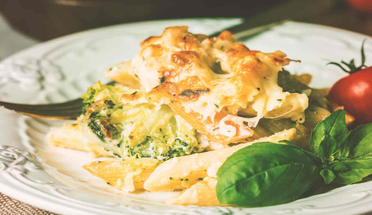 Pennette al forno con broccoli cavolfiore e besciamella