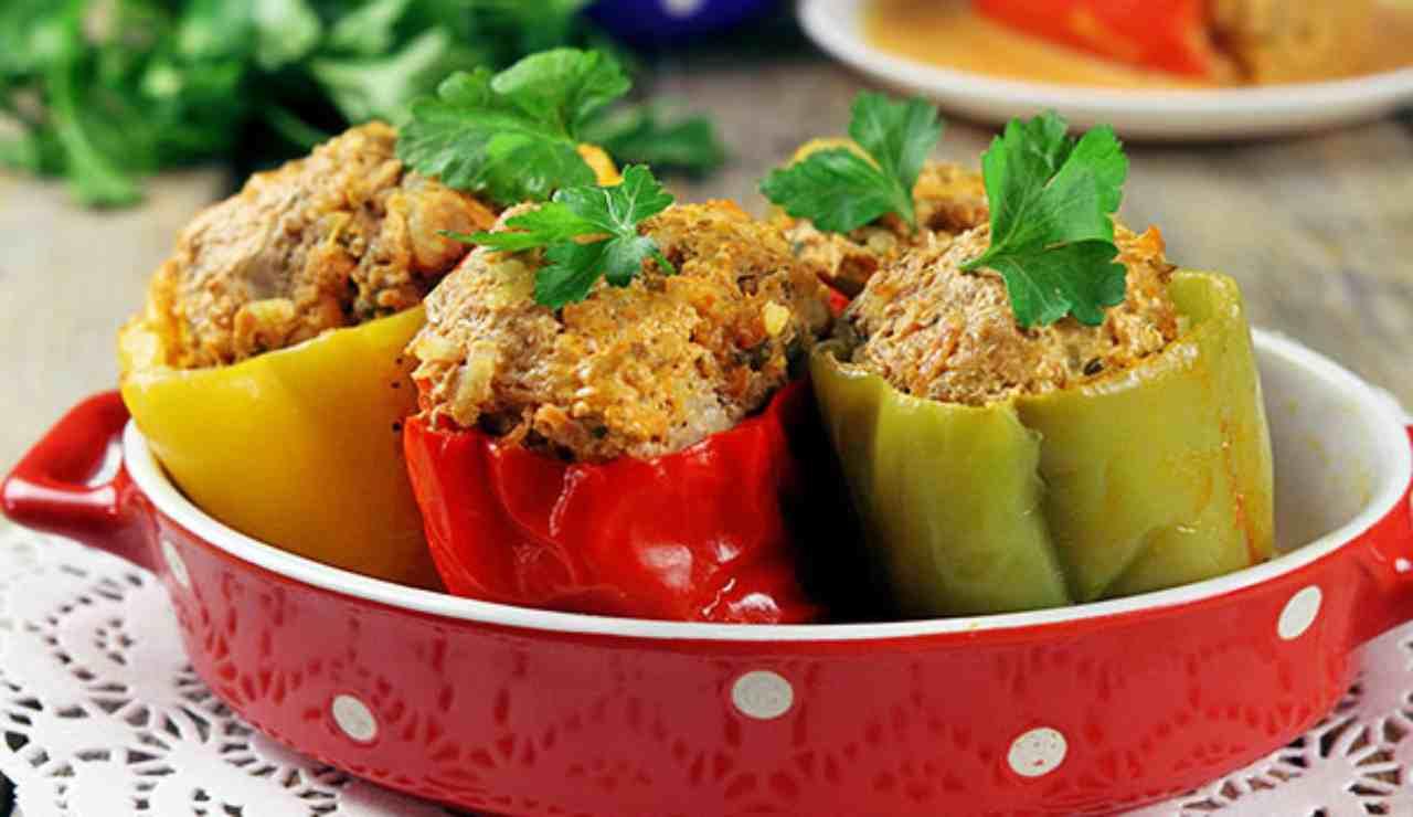 Peperoni ripieni di cous cous bacon e verdure miste