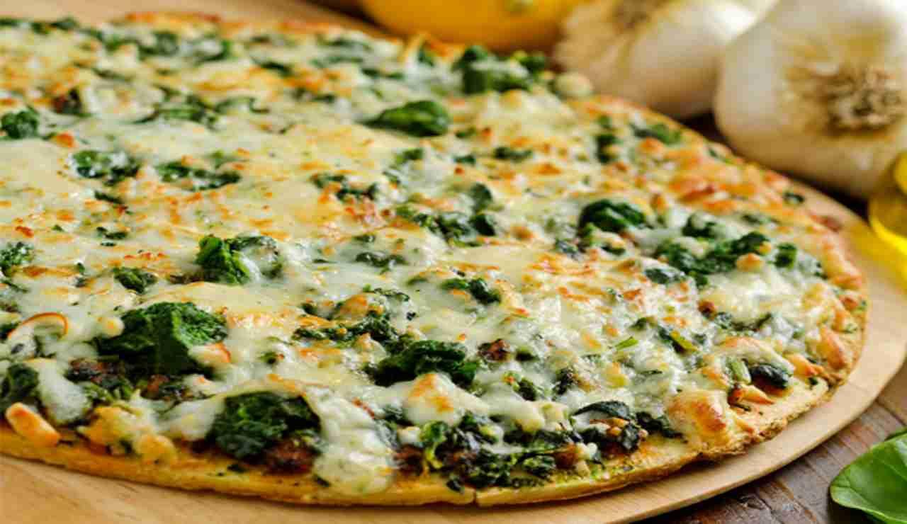 Pizza sprint vegetariana con spinaci e ricotta