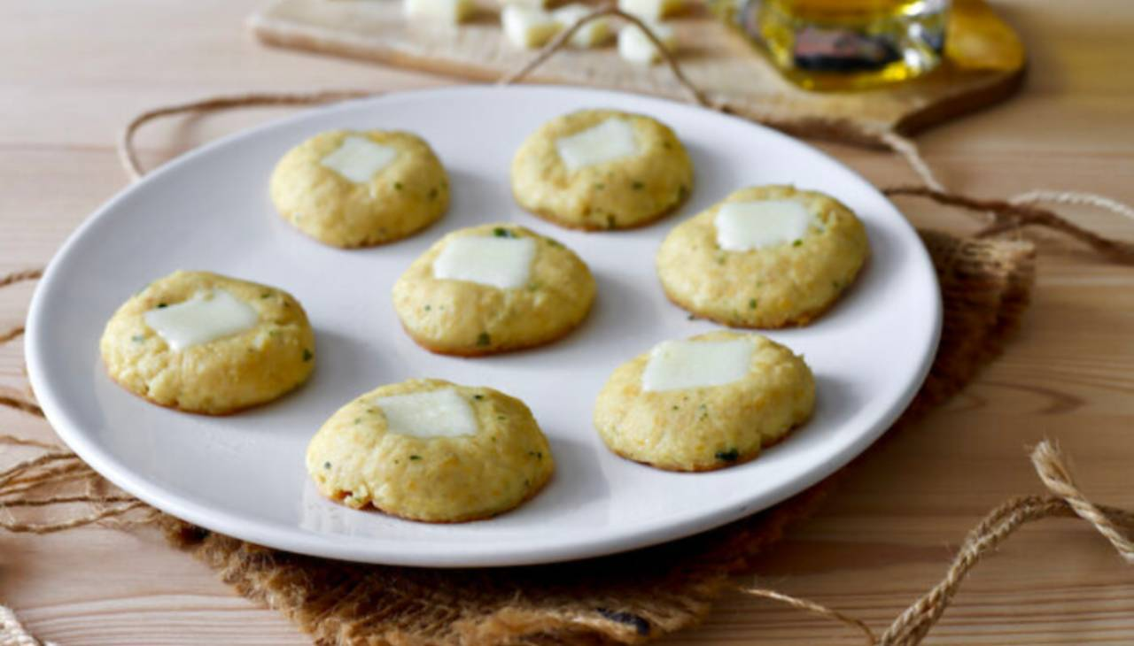 Polpettine di legumi con formaggio. Ricetta di Benedetta Rossi